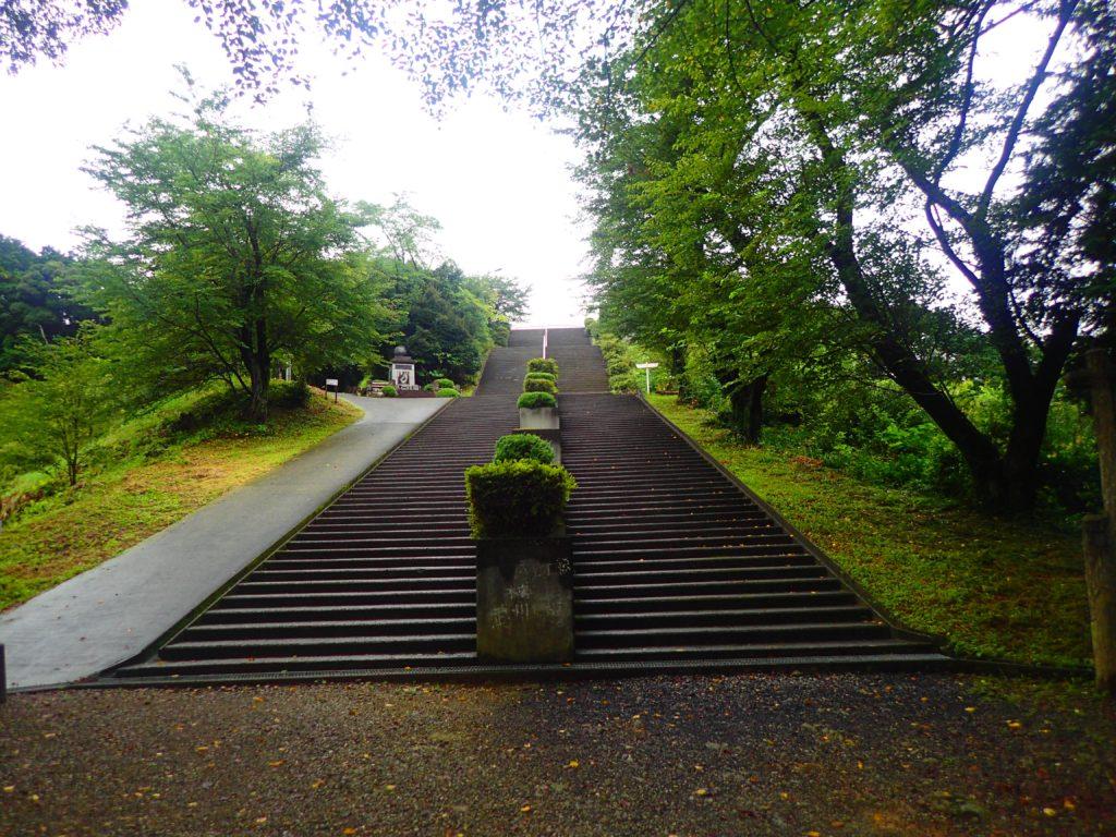 世界無名戦士の墓と続く道