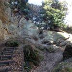 歴史を感じる衣張山ハイキングコースを歩く(衣張山〜名越切通)